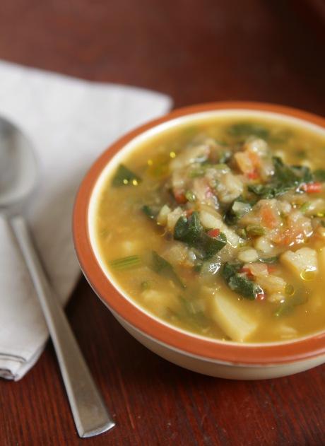 Sopa de espinafre e batata.